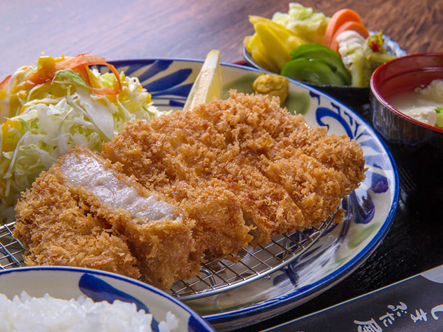 冲绳炸猪排餐厅新武屋